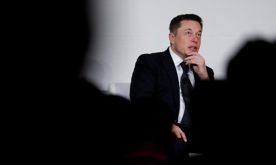 Nadzór zrzuca bombę na Elona Muska. Kurs Tesli nurkuje