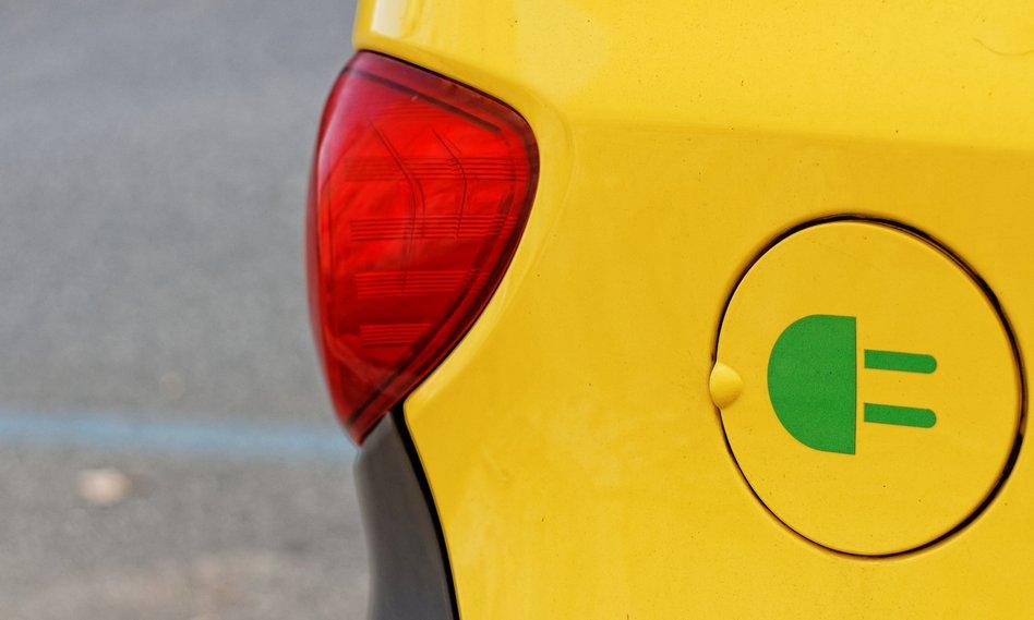 Deloitte: w 2040 roku co drugie auto będzie elektryczne