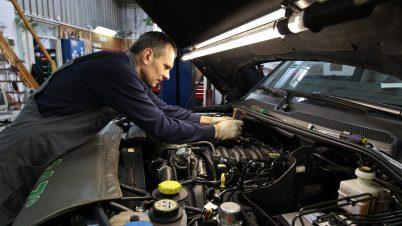 Przeglądy techniczne aut bez zmian. Kaczyńskiemu nie wszystkie poprawki się spodobały