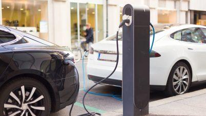 W Polsce jest prawie 5 tys. elektrycznych aut i 646 stacji ładowania