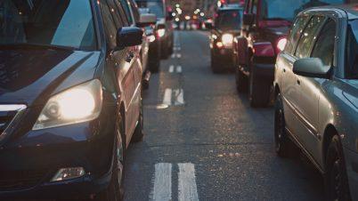 """KGP: Wprowadzenie obowiązku jazdy """"na suwak"""" może upłynnić ruch"""