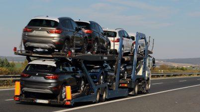 Tłumy wróciły do komisów samochodowych. Jakie modele Polacy kupowali w lipcu?