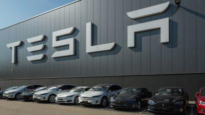 Tesla obniża ceny aut, aby zwiększyć popyt