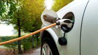 """""""Auta elektryczne będą tańsze od benzynowych w 2027 r."""""""