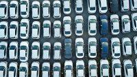 Sprzedaż nowych aut odbija się od dna. Top 20 modeli w Polsce