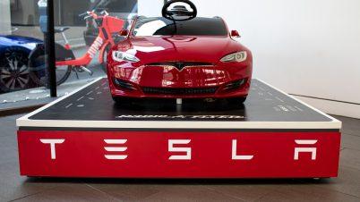 Tesla obniżyła ceny samochodów. Ile teraz kosztują?