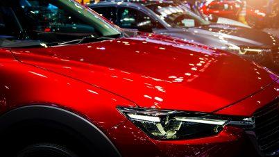 Koronawirus obniżył ceny nowych aut, ale wciąż drożej niż przed rokiem