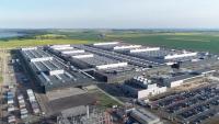 """Fabryka Mercedesa w Jaworze rozpoczyna produkcję baterii do hybryd i """"elektryków"""""""