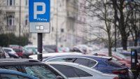 Rada Warszawy za zmianami rozszerzającymi strefę płatnego parkowania