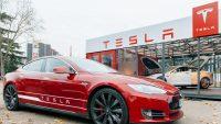 Tesla dobija w Polsce do tysiąca. Auta można już odbierać w Warszawie