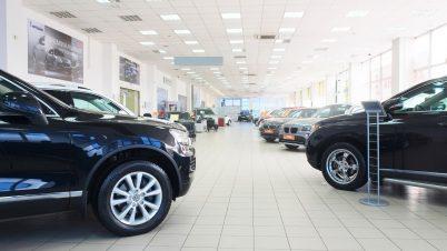 Pustki w salonach samochodowych na początku roku. O 60 proc. mniej rejestracji niż rok temu