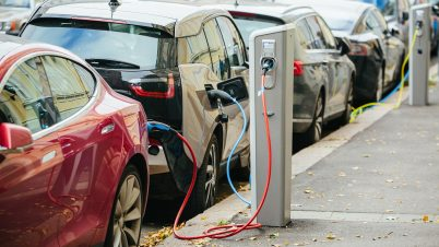 Dwa razy więcej aut na prąd w Polsce niż przed rokiem