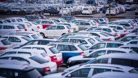 ACEA: Stare samochody zalewają polskie drogi, choć co trzecia rodzina żyje bez auta