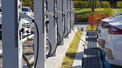 W 2027 r. samochody elektryczne mogą być tańsze od spalinowych