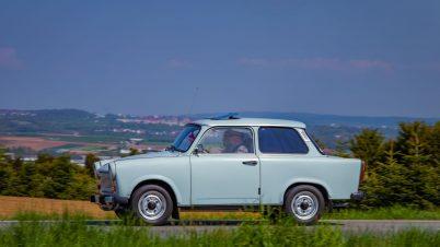Motoryzacyjne upodobania Niemców. Na drogach coraz więcej Trabantów