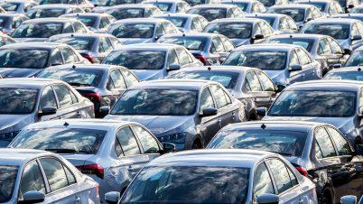 Sprzedaż nowych aut w Europie odbija się od dna, ale powoli. Polski rynek powyżej średniej