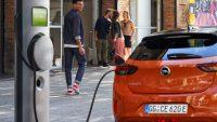 Opel pożegna auta spalinowe w 2028 r. Fiat dwa lata później