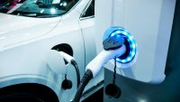 Problemy z ładowaniem części aut elektrycznych. Winne wtyczki