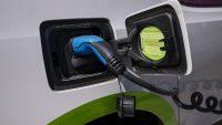 Elektromobilność zmieni rynek. Ważą się losy pracowników